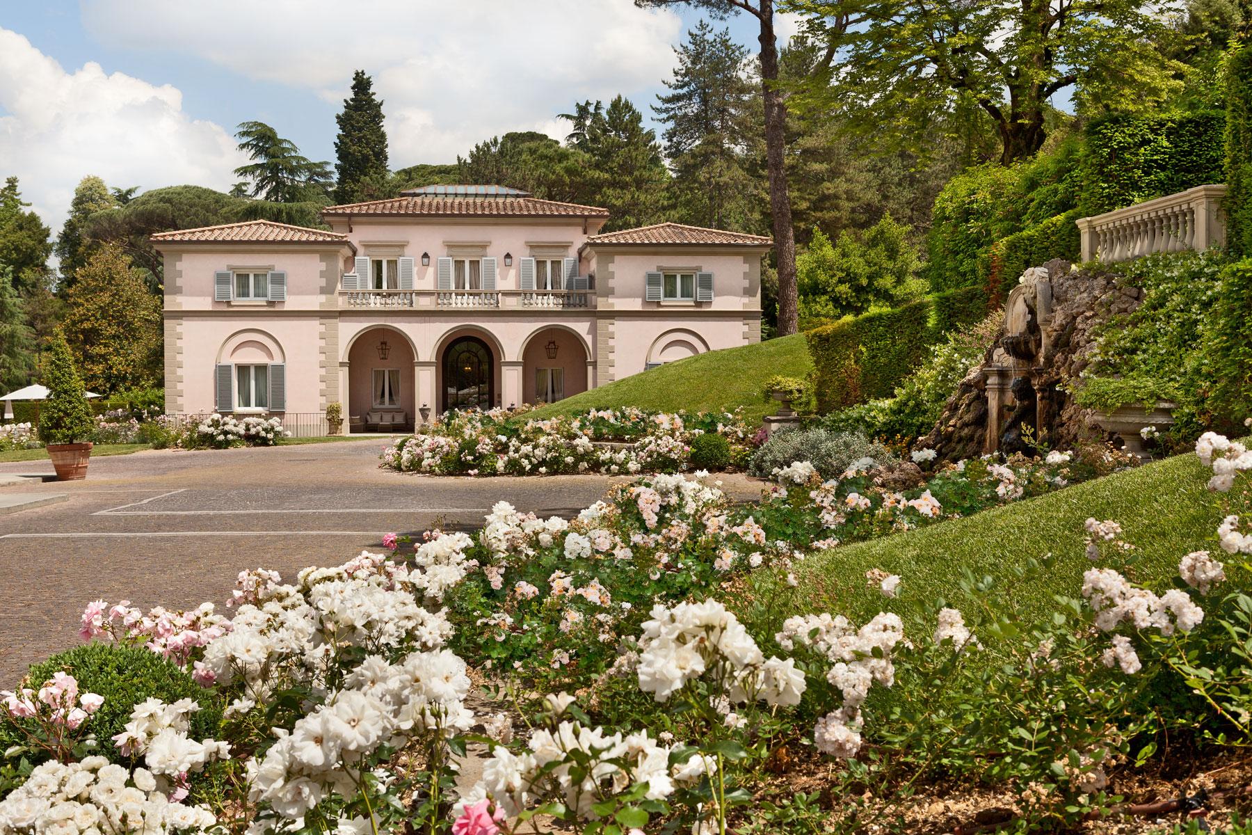Ingresso principale con giardino delle Rose