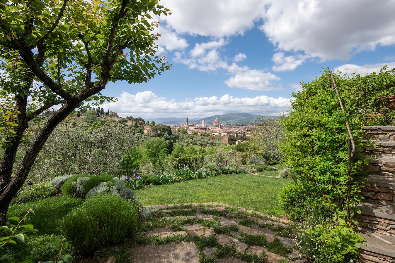 giardino con vista sul centro di Firenze